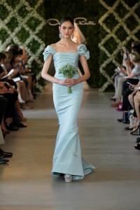 Vestido-de-novia-en-color-azul-palido-Foto-Oscar-de-la-Renta-2013-500x750